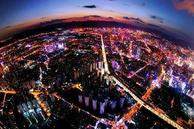 航拍昆明夜景:華燈閃爍,流光溢彩