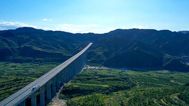 這條高速串(chuan)起太行山璀璨明珠