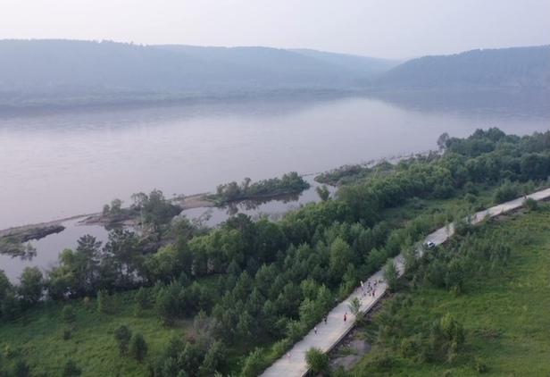 航拍2021中國(guo)北極·漠河極晝(zhou)馬拉松賽